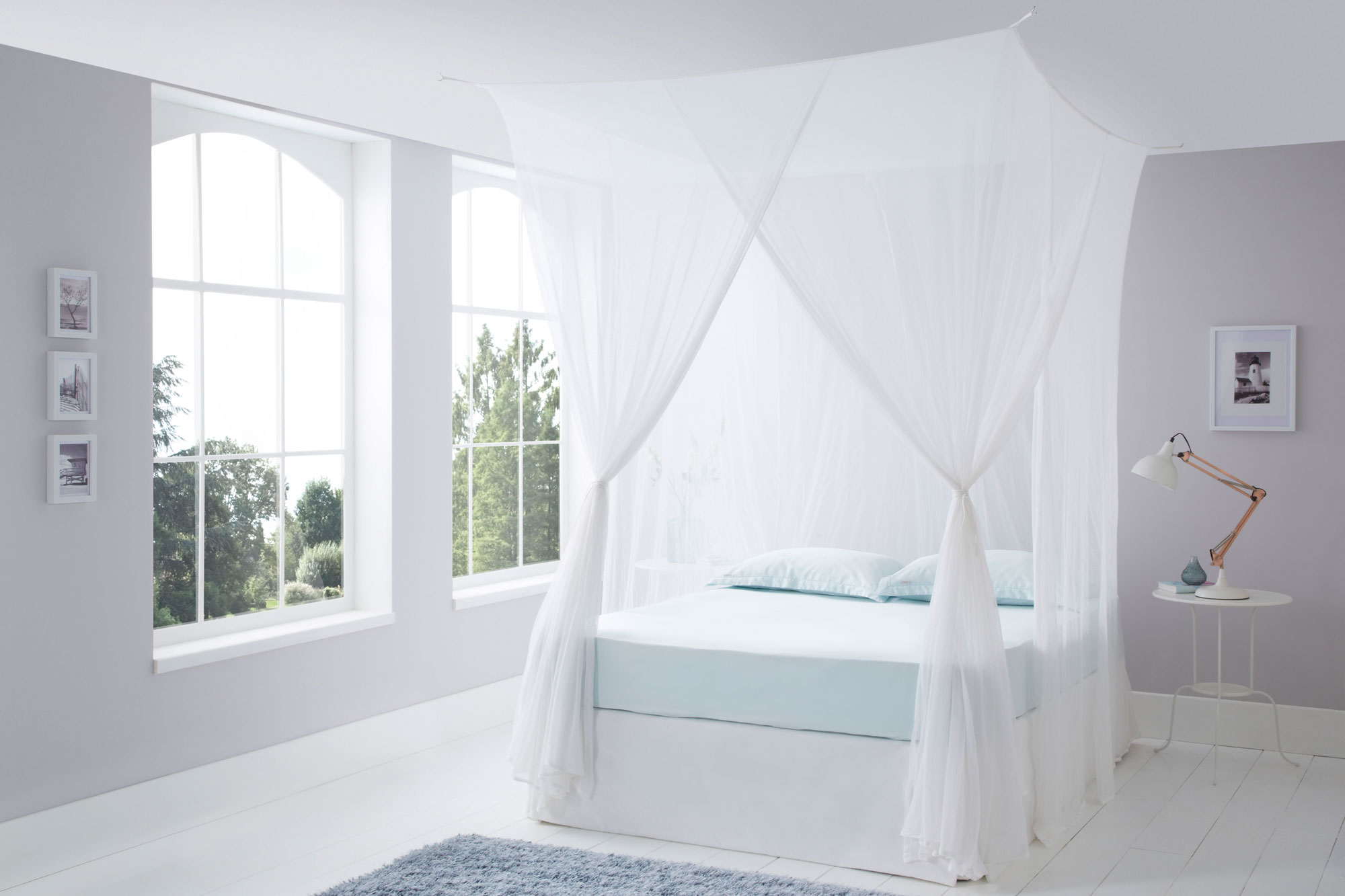 How To Use A Four Poster Bed Canopy To Good Effect: Luxurious Cotton Mosquito Net Box Queen Size